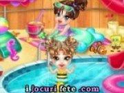 Joaca-te cu bebelusul in apa la piscina