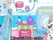 Elsa isi spala hainele murdare