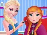 Elsa o machiaza pe Anna