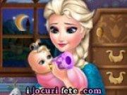 Printesa Elsa hraneste bebelusul