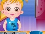 Baby Hazel se distreaza in bucatarie