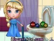Elsa face curatenie in baie
