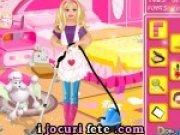 Joc de facut curatenie in camera lui Barbie dar ea leneveste