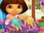 Micuta Dora isi face manichiura