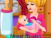 Joc de hranit bebelusul