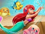 Sirena Ariel inoata in ocean